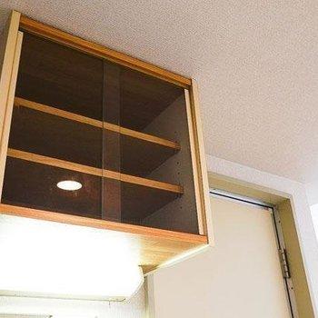 ガラス戸の食器棚もありますよ。※1階別部屋反転間取りの写真です。