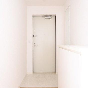 玄関廊下圧迫感ないです!