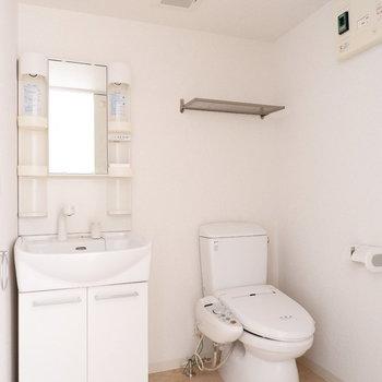 洗面台とトイレは脱衣所に!