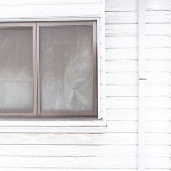 バルコニー眺望はお隣さん。