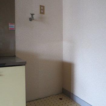 洗濯機置場は室内にあるので、楽ちんですね◎※写真は通電前のものです