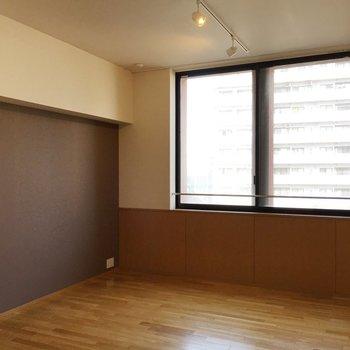 窓が高めなので光もたくさん取り込んでくれます◎