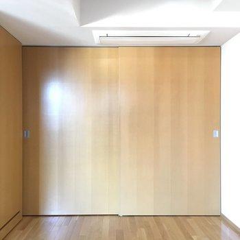 洋室の扉をあけると、、、
