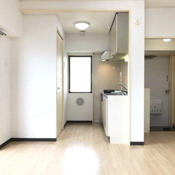 キッチンと玄関のは