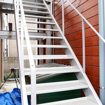 お部屋までは階段を上がって。