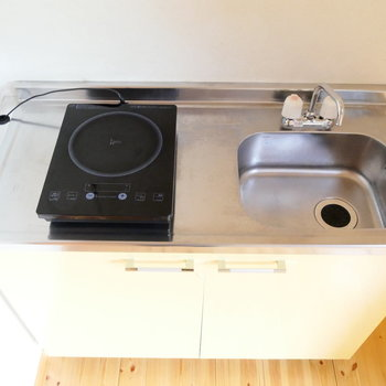 キッチンはIHの1口コンロ。