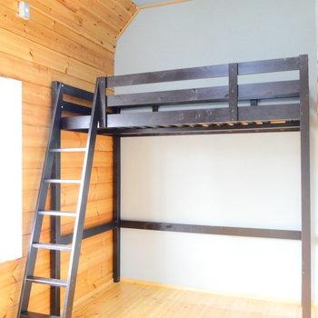 これがロフトベッドです。この下の空間をいかに活用できるか!
