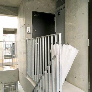 階段登ってすぐのお部屋ですよ。