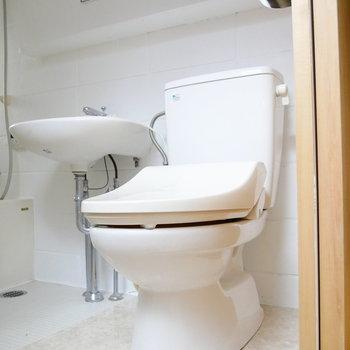 トイレはウォシュレット付き!ピカピカ!