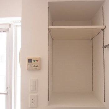 キッチン横の棚 ※6階同間取りのお部屋の写真です