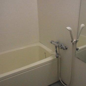 浴室も綺麗です ※6階同間取りのお部屋の写真です