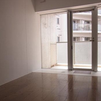 玄関がガラス張り ※6階同間取りのお部屋の写真です