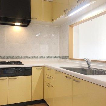 【LDK】L字型の広々したキッチン