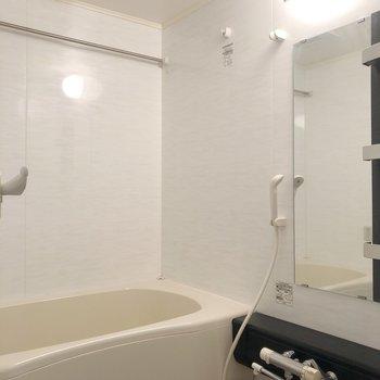 浴室乾燥付きのシックなお風呂