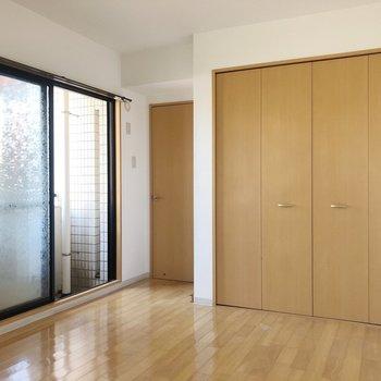 【洋室6.27帖】大きな窓もありますよ