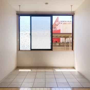 【LDK】光の正体はこちらの窓、室内干しスペースですね