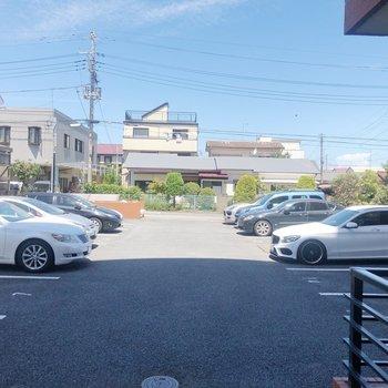 【洋室6.27帖】眺望は駐車場