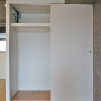 収納、1人なら十分 ※写真は同じ間取りの3階の別部屋となります。