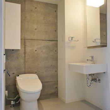 水回りも十分な設備で ※写真は同じ間取りの3階の別部屋となります。