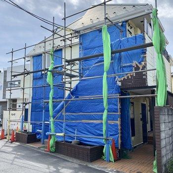 クリーム色の建物です※外装工事中です