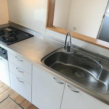キッチンはとっても使いやすそう!床下収納もありますよ。
