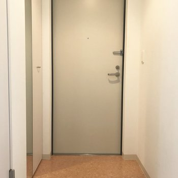 玄関やや広めかな。