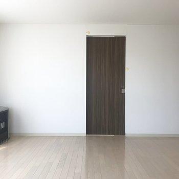 この茶色いドアの安心感。
