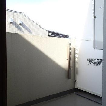 バルコニーはこちら。 ※写真は2階、1Rの別部屋となります。