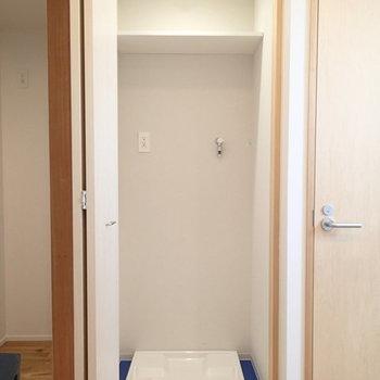 洗濯機置き場はしっかり扉付き。 ※写真は2階、1Rの別部屋となります。