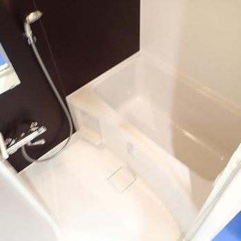 ※お風呂は追焚き、浴室乾燥機つきです! 写真は2階、1Rの別部屋となります。