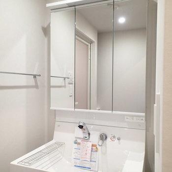 洗面台スッキリと。 ※写真は2階、1Rの別部屋となります。