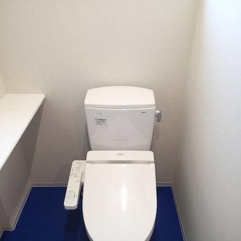 トイレだけは3階です。 ※写真は2階、1Rの別部屋となります。