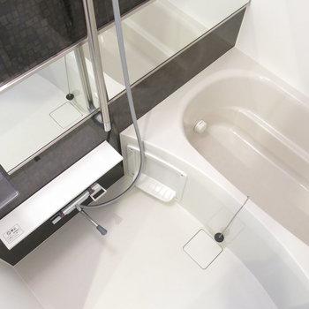 ワイドな鏡付きの浴室が嬉しい~!