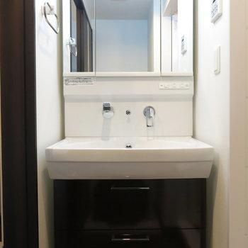 大きな洗面台がつかいやすそうで良いですね!