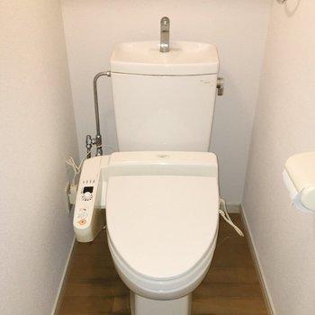 おトイレにはウォシュレット付き。