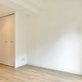 凹凸の少ない壁は家具を置きやすそう。