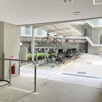 【共用部】駐輪場は敷地内の真ん中に!珍しいですね。