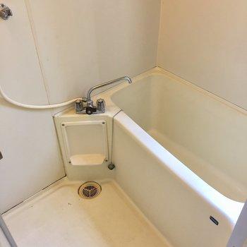 明るい浴室!※クリーニング前の写真です。