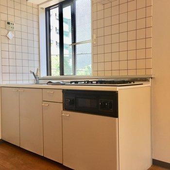 キッチン収納も豊富です※クリーニング前の写真です。