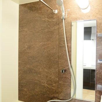 お風呂には浴室乾燥ついてます