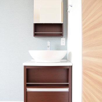 独立洗面台はお部屋の中に。