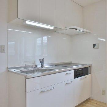 ホワイトの綺麗なキッチン