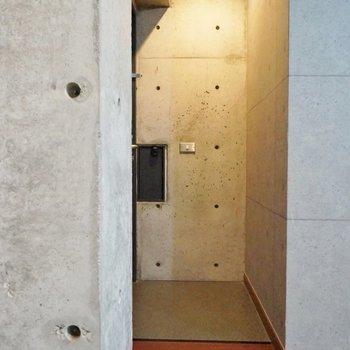 玄関もダウン照明で素敵な雰囲気♪。※写真は、前回撮影時のもの