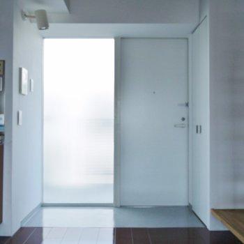 玄関は幅広サイズ♪いお部屋!。※写真は同一フロアの別部屋
