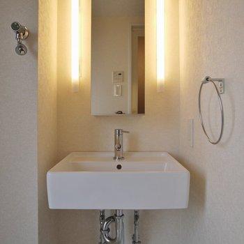 洗面台もおっしゃれ~!!いお部屋!。※写真は同一フロアの別部屋