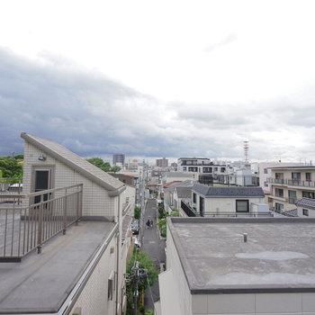 バルコニーからの眺望はこんな感じ