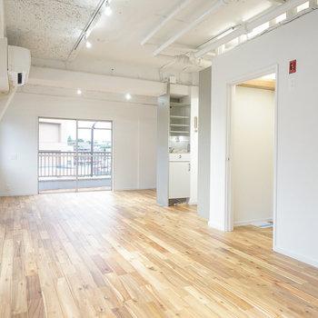 2面採光の開放的な居室!