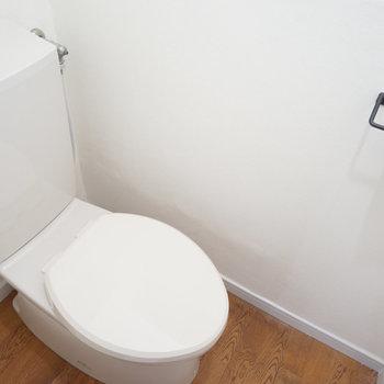 トイレは独立して綺麗!