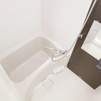 お風呂もモノクロでシックにキマってます。
