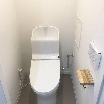 トイレの新品感!ウォシュレットもついてる〜♪